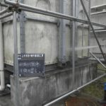 受水槽外壁塗装工事洗浄中